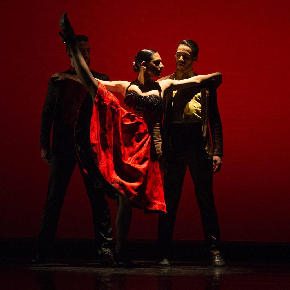 Ballet Hispanico in <I>Club Havana</I>.<br />© Paula Lobo. (Click image for larger version)