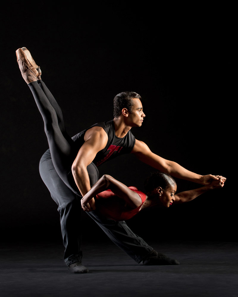 Ashley Murphy and Dylan Santos in Nacho Duato's <I>Coming Together</I>.<br />© Rachel Neville. (Click image for larger version)