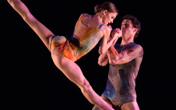 Oksana Maslova and James Ihde in Trey McIntyre's The Accidental.© Yi-Chun Wu. (Click image for larger version)