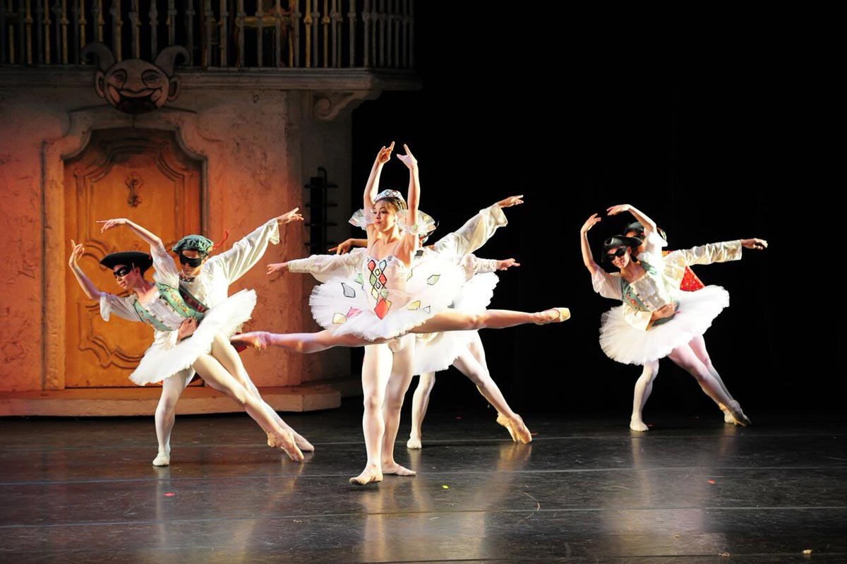 Gelsey Kirkland Ballet in Harlequinade.© Anna Kuzmina. (Click image for larger version)