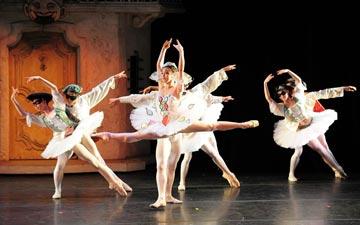 Gelsey Kirkland Ballet in Harlequinade.© Anna Kuzmina. (Click image for larger version)