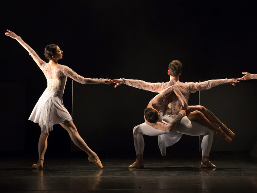 Yijing Zhang, Céline Gittens and Mathias Dingman in Jessica Lang's Wink.© Andy Ross. (Click image for larger version)