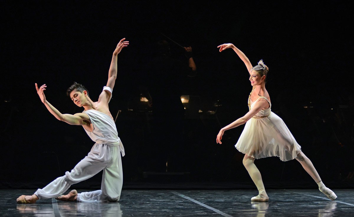 Erik Woolhouse and Isabelle Brouwers in the Talisman pas de deux.© Dave Morgan. (Click image for larger version)