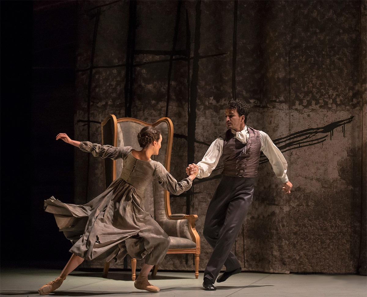 Dreda Blow and Javier Torres in Cathy Marston's <I>Jane Eyre</I>.<br />© Emma Kauldhar. (Click image for larger version)