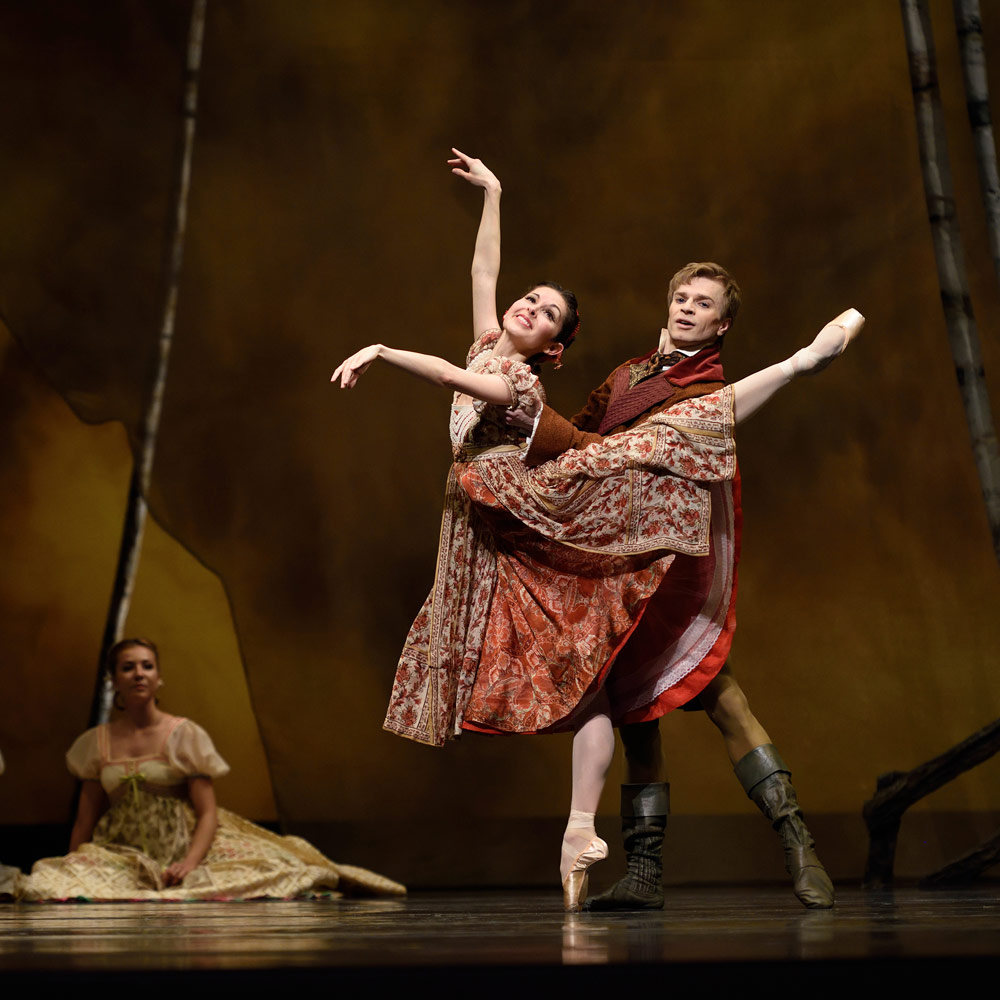 Lauren Strongin and Gennadi Nedvigin in Cranko's Onegin.© Erik Tomasson. (Click image for larger version)