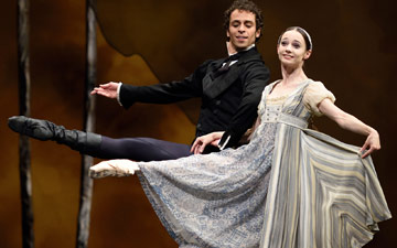 Maria Kochetkova and Vitor Luiz in Cranko's Onegin.© Erik Tomasson. (Click image for larger version)