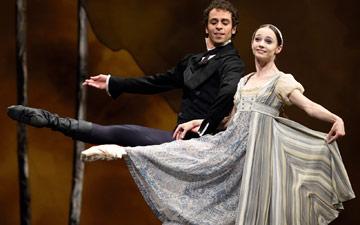 Maria Kochetkova and Vitor Luiz in Cranko's Onegin.© Erik Tomasson. (Click image for larger version)