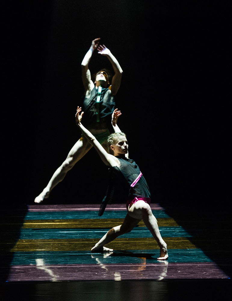 Hannah Rudd and Pierre Tappon in Itzik Galili's <I>A Linha Curva</I>.<br />© Foteini Christofilopoulou. (Click image for larger version)