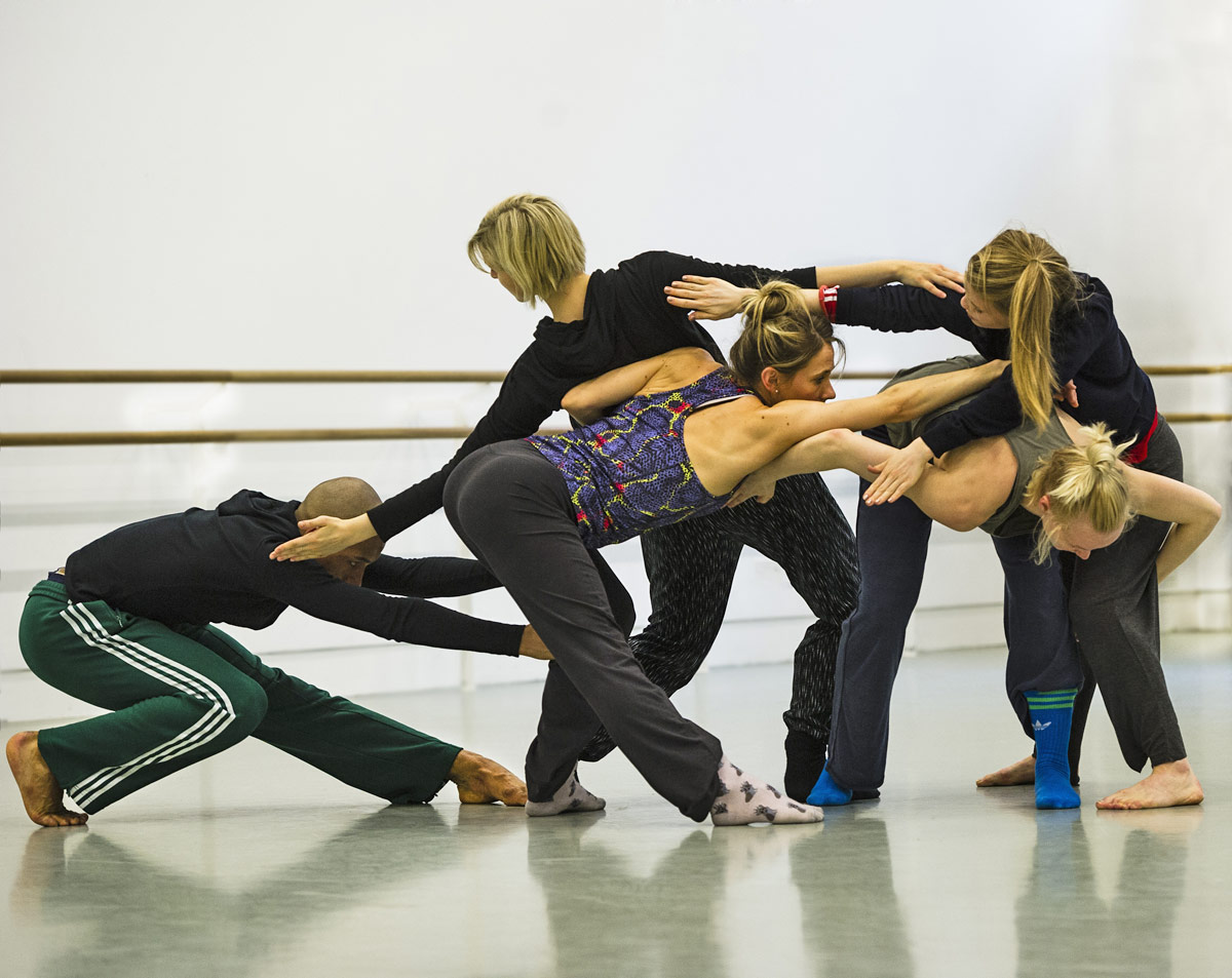 Rambert in the studio rehearsing Lucy Guerin's <I>Tomorrow</I>.<br />© Foteini Christofilopoulou. (Click image for larger version)