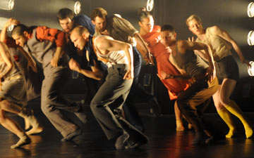 Hofesh Shechter Company in Political Mother.© Gabriele Zucca. (Click image for larger version)