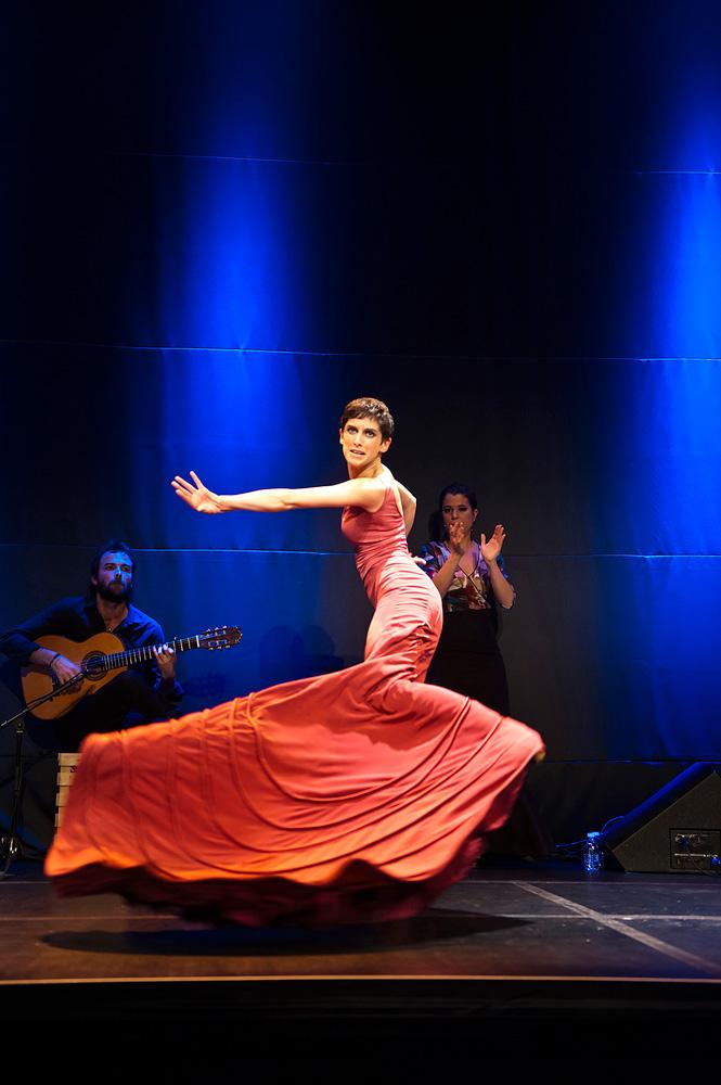 dotdotdot dance publicity image.© Luis Camacho. (Click image for larger version)