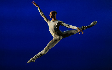 Daniel White in Suite Saint-Saens.© Lucas Chilczuk. (Click image for larger version)