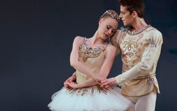 Teresa Reichlen and Russell Janzen in Diamonds.© Paul Kolnik. (Click image for larger version)