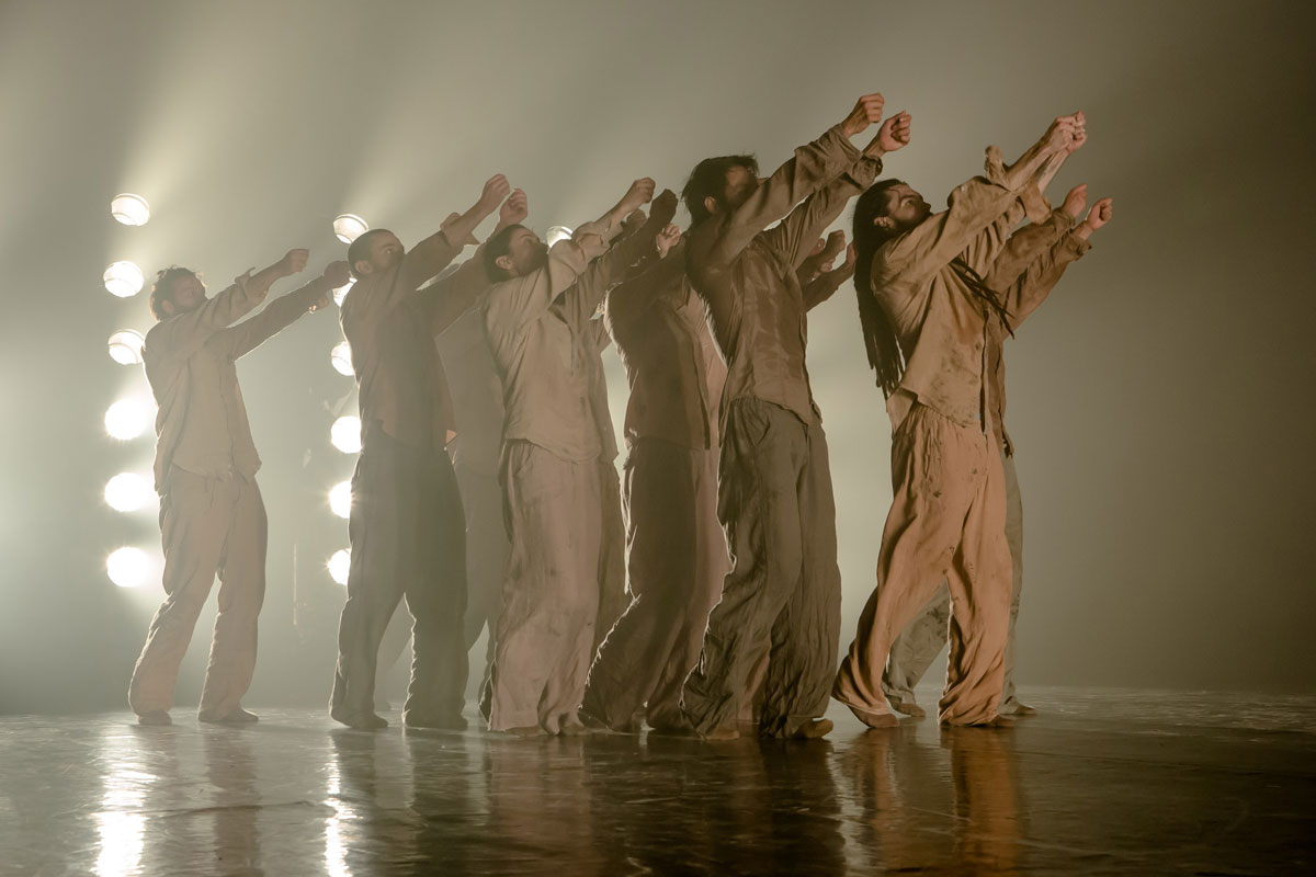 Hofesh Shechter Company in <I>Political Mother</I>.<br />© Victor Frankowski. (Click image for larger version)