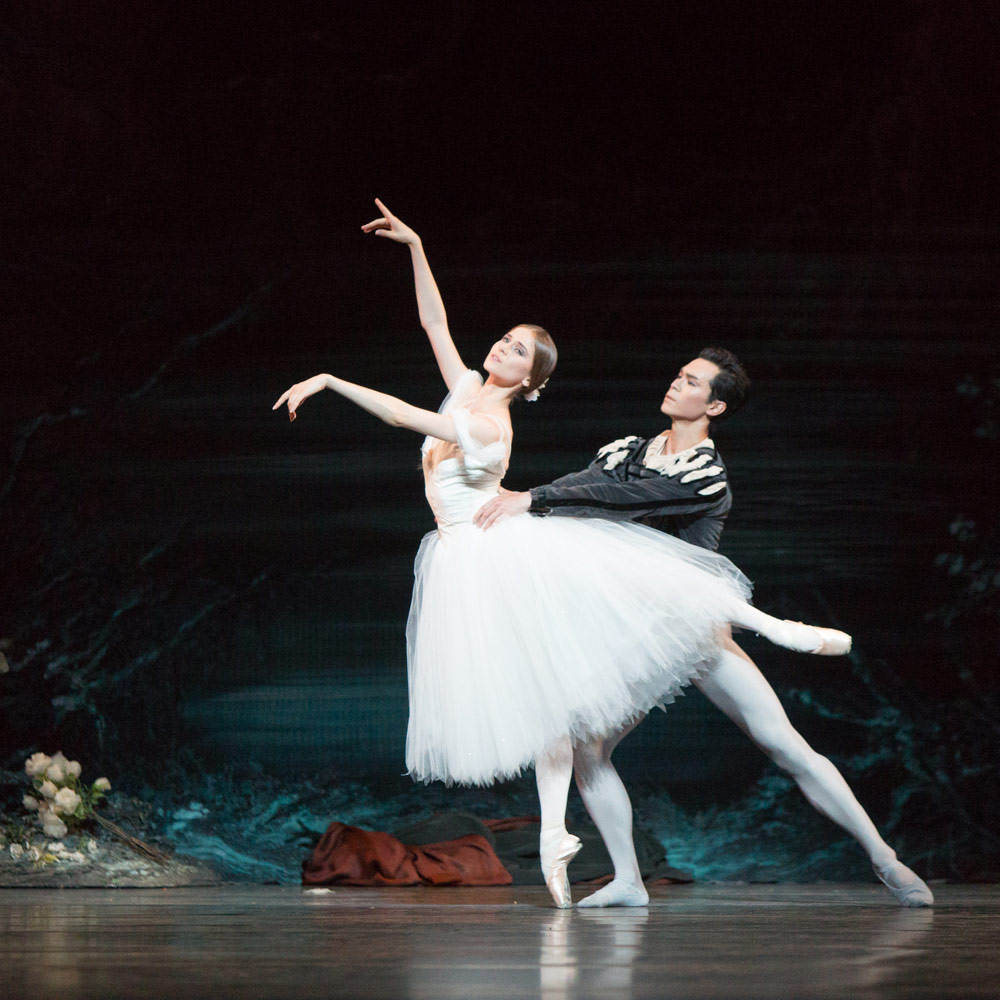 Elena Lobsanova and Naoya Ebe in Giselle.© Aleksandar Antonijevic. (Click image for larger version)