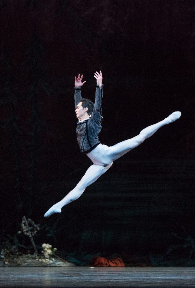 Naoya Ebe in Giselle.© Aleksandar Antonijevic. (Click image for larger version)