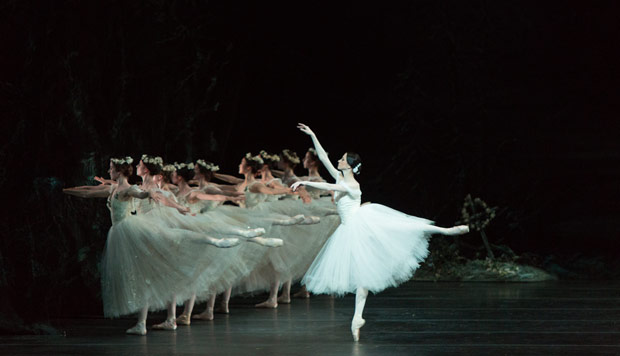 Svetlana Lunkina in <I>Giselle</I>.<br />© Aleksandar Antonijevic. (Click image for larger version)
