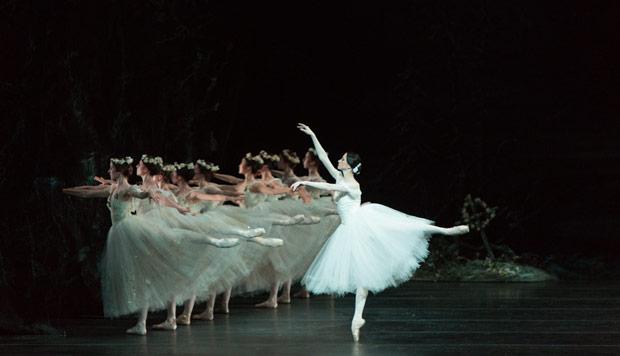 Svetlana Lunkina in <I>Giselle</I>.<br />© Aleksandar Antonijevic. (Click image for larger version)