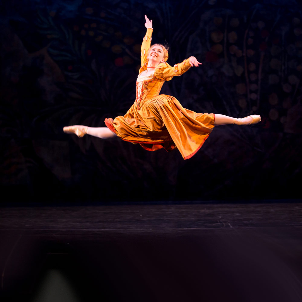 Elisha Willis in John Cranko's The Taming of the Shrew.© Andy Ross. (Click image for larger version)