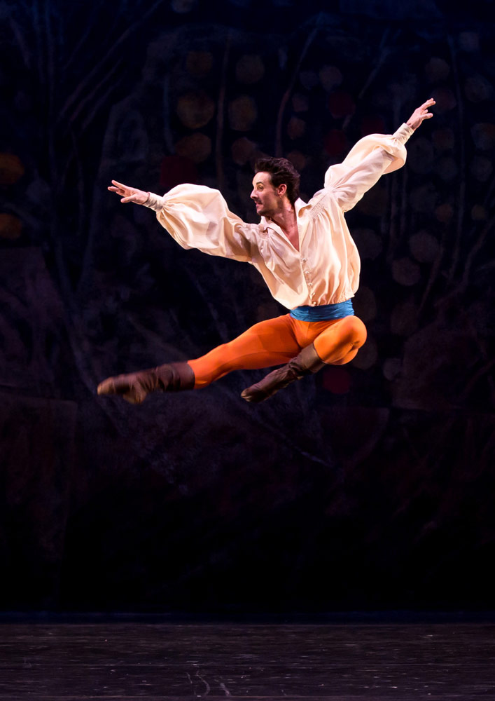 Iain Mackay in John Cranko's The Taming of the Shrew.© Andy Ross. (Click image for larger version)