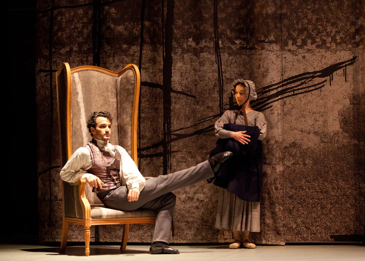 Javier Torres as Mr Rochester and Pippa Moore as Mrs Fairfax in <I>Jane Eyre</I>.<br />© Caroline Holden.