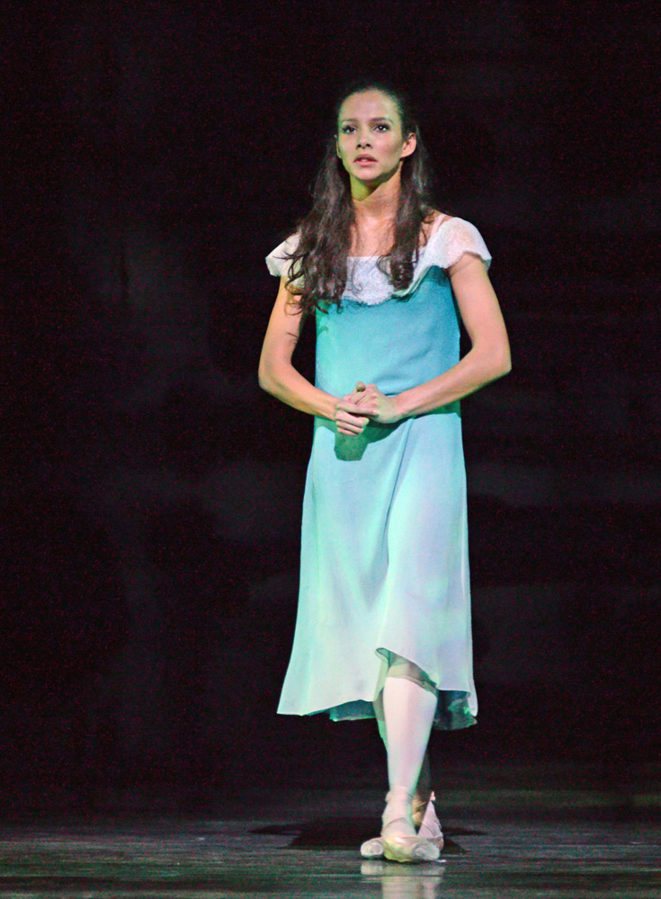 Francesca Hayward in The Invitation.© Dave Morgan, courtesy the Royal Opera House. (Click image for larger version)