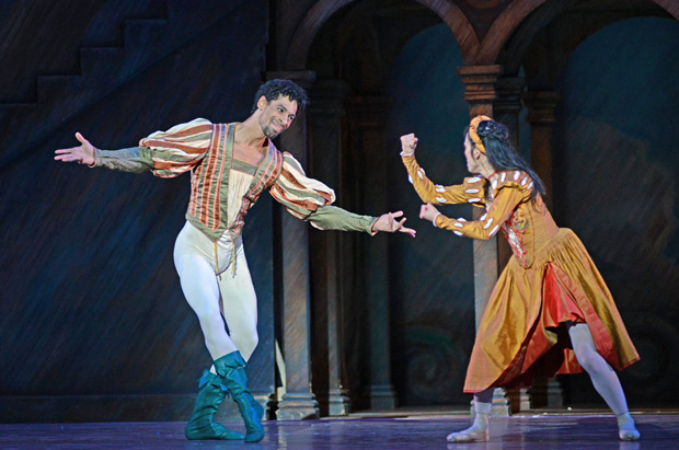 Tyrone Singleton and Nao Sakuma in <I>The Taming of the Shrew</I>.<br />© Dave Morgan. (Click image for larger version)