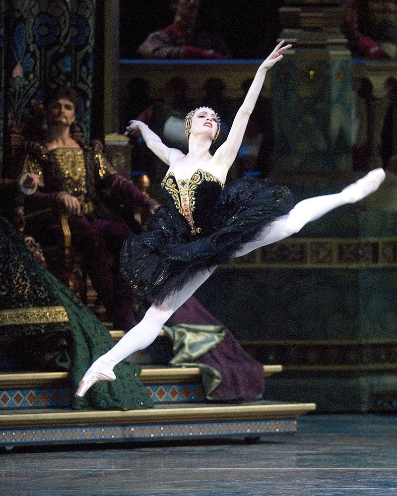 Gillian Murphy in Swan Lake.© Gene Schiavone. (Click image for larger version)