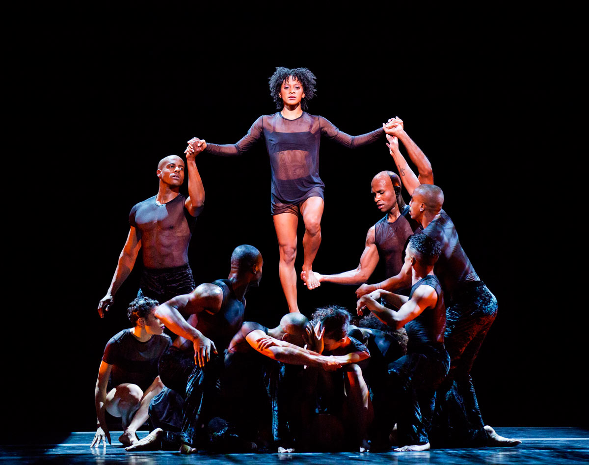 Alvin Ailey American Dance Theater in Bigonzetti's Deep.© Paul Kolnik. (Click image for larger version)