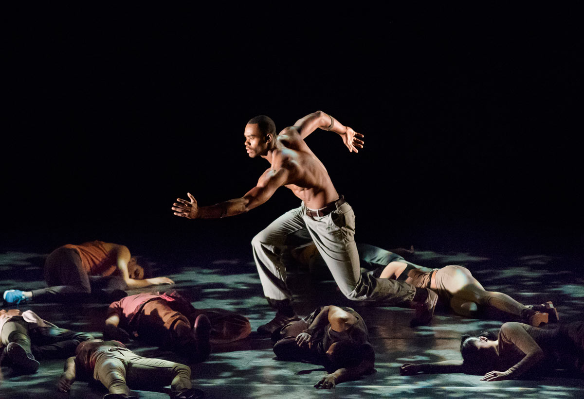 Jamar Roberts in Rennie Harris' Exodus.© Paul Kolnik. (Click image for larger version)