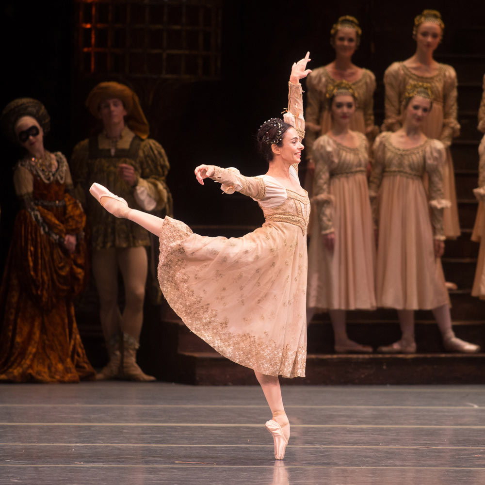 Alessandra Ferri in Romeo and Juliet.© Rosalie O'Connor. (Click image for larger version)