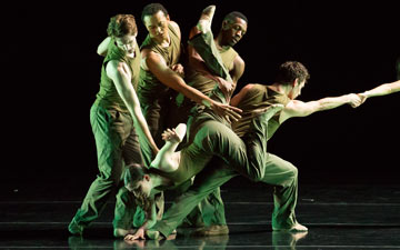 Jessica Lang Dance in Thousand Yard Stare.© Todd Rosenberg. (Click image for larger version)