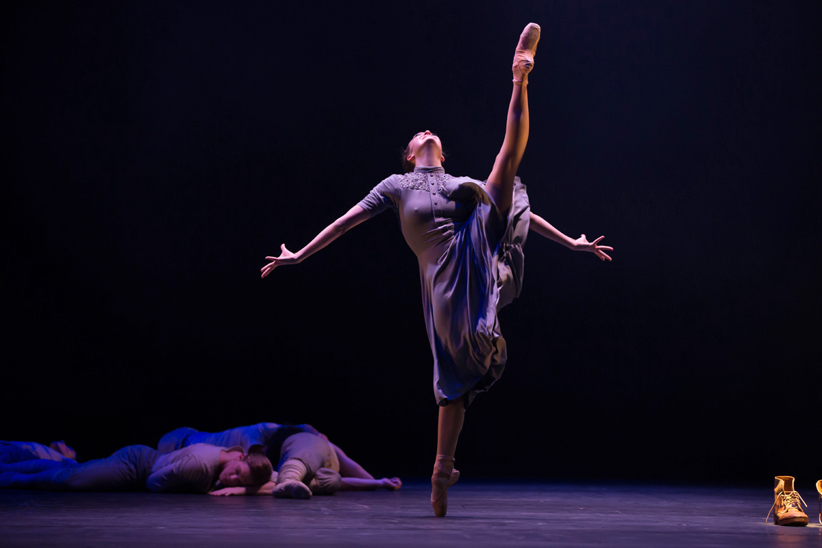 Clare Morehen in Natalie Weir's We who are left.© David Kelly. (Click image for larger version)