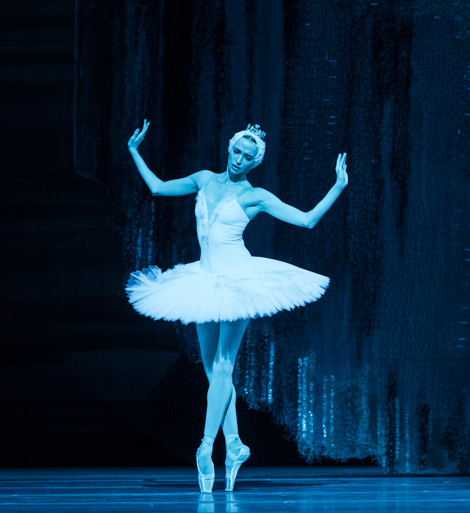 Anna Nikulina in <I>Swan Lake</I>.<br />© Foteini Christofilopoulou. (Click image for larger version)