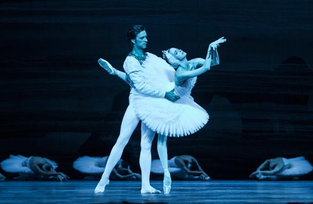 Ruslan Skvortsov and Anna Nikulina in <I>Swan Lake</I>.<br />© Foteini Christofilopoulou. (Click image for larger version)