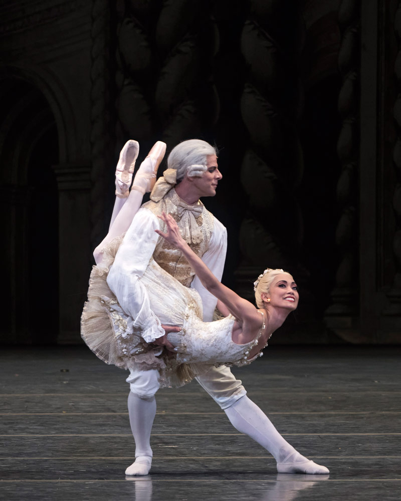 Stella Abrera and Marcelo Gomes in The Sleeping Beauty.© Gene Schiavone. (Click image for larger version)