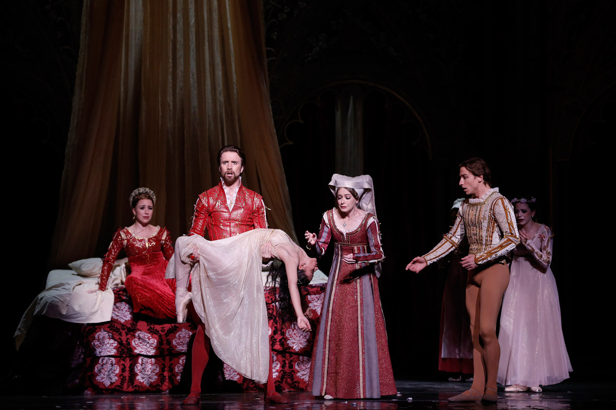 Houston Ballet in Romeo and Juliet.© Jeff Busby. (Click image for larger version)