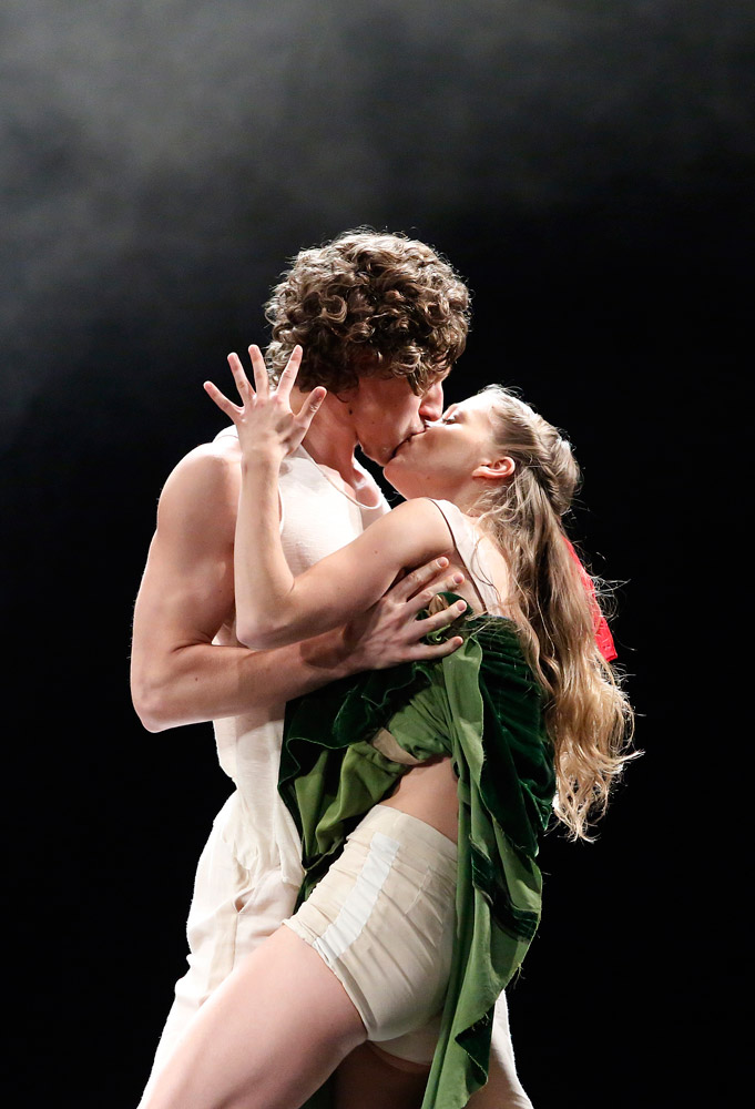Baltic Dance Theatre in <I>Tristan and Izolde</I>.<br />© K Mystkowski. (Click image for larger version)