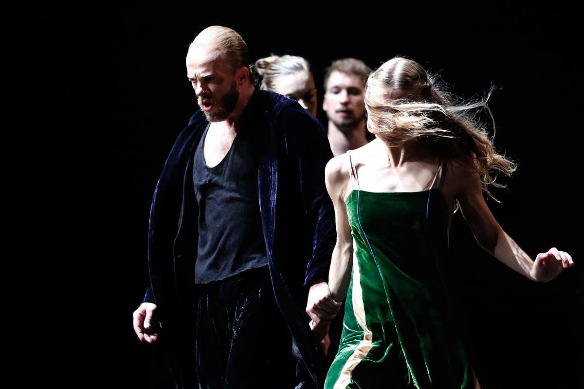 Baltic Dance Theatre in <I>Tristan and Izolde</I>.<br />© K Mystkowski. (Click image for larger version)
