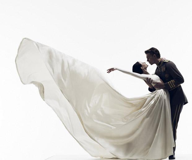 Australian Ballet publicity image for Graeme Murphy's <I>Swan Lake</I>.<br />© Liz Ham. (Click image for larger version)