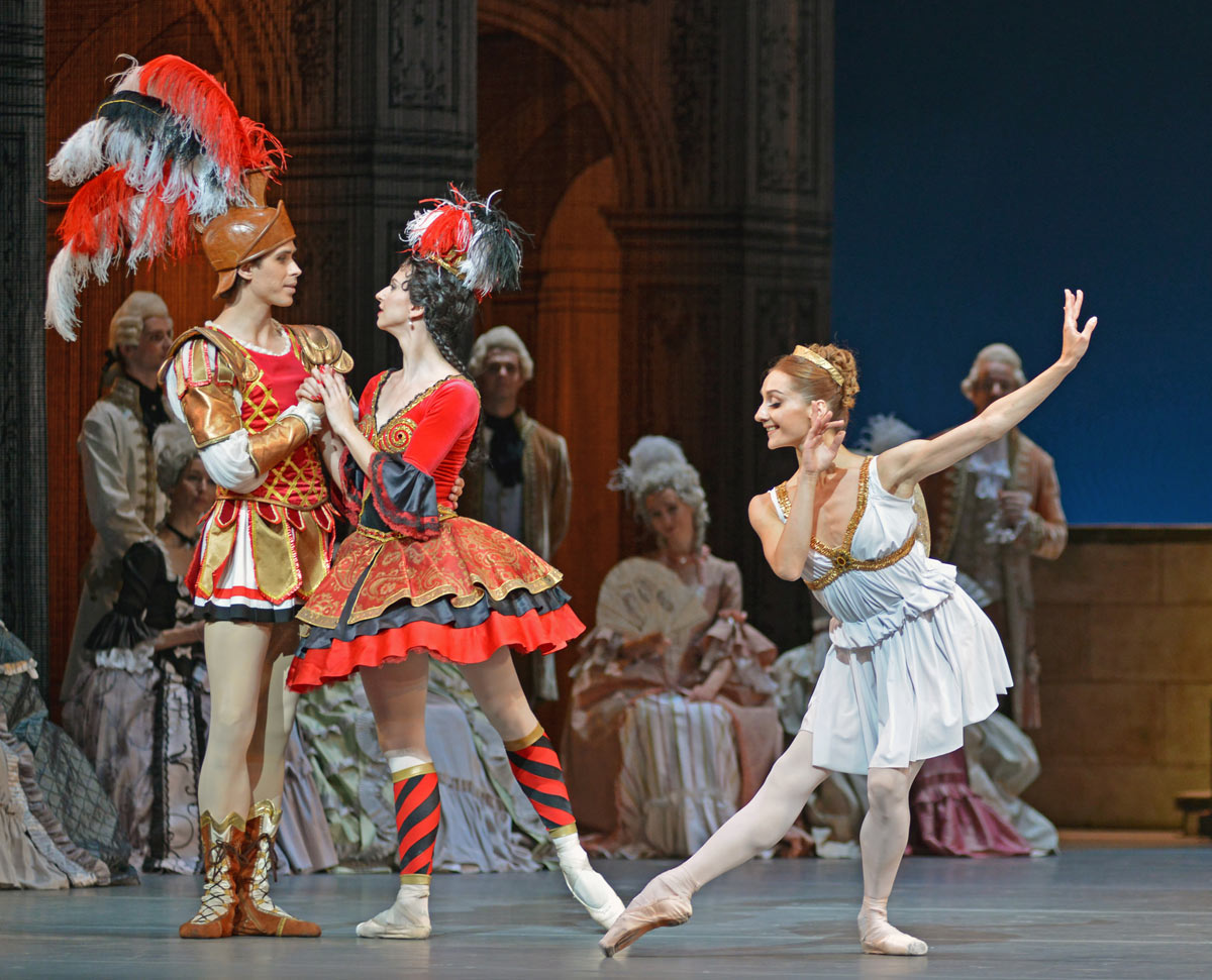 Artem Ovcharenko, Anna Tikhomirova and Diana Kosyreva in Flames of Paris.© Dave Morgan. (Click image for larger version)