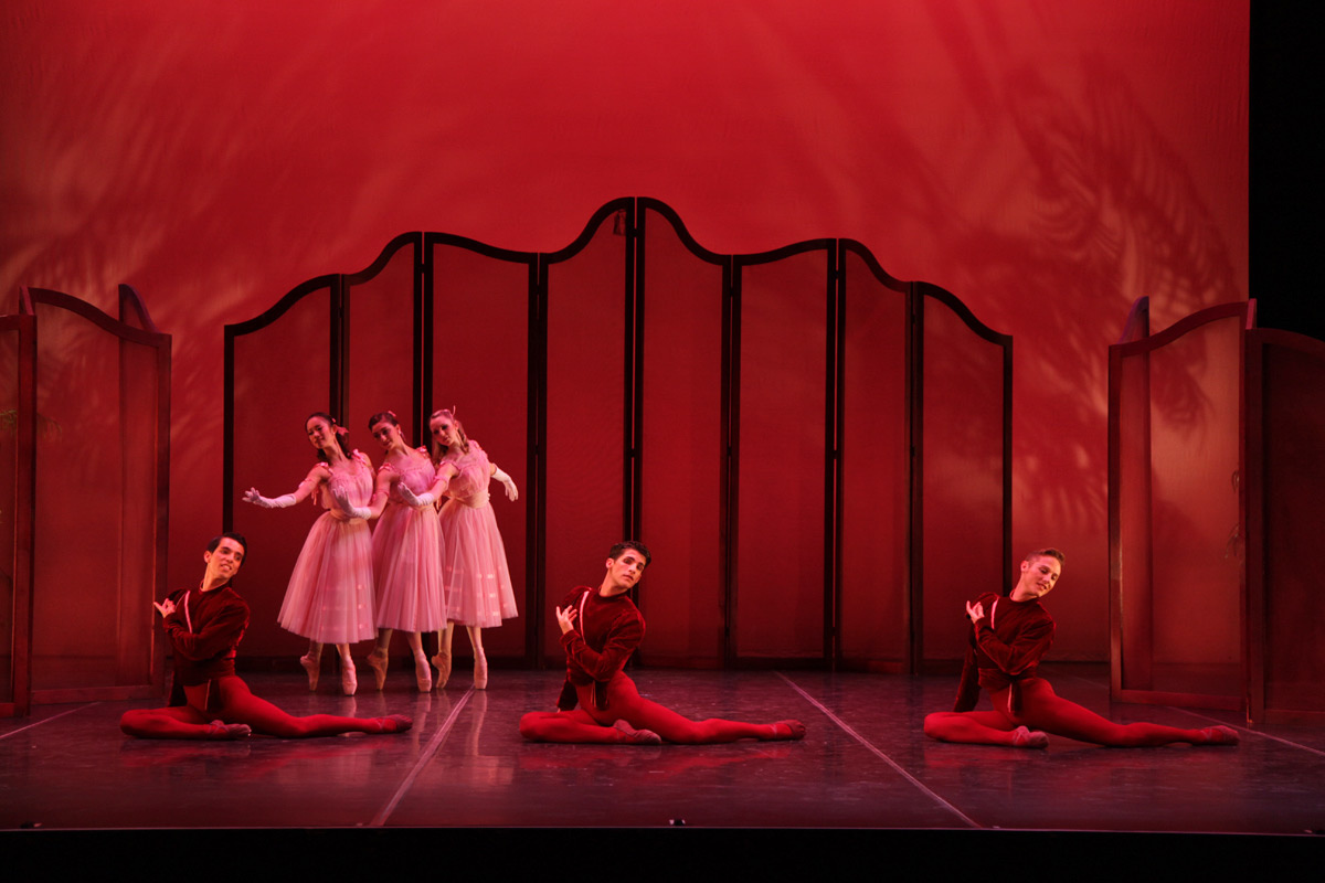 Sarasota Ballet in Sir Frederick Ashton's <I>Valses nobles et sentimentales</I>.<br />© Frank Atura. (Click image for larger version)