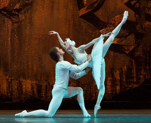 Olga Smirnova and Denis Rodkin in <I>Swan Lake</I>.<br />© Foteini Christofilopoulou. (Click image for larger version)