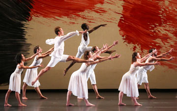 Mark Morris Dance Group in Mozart Dances.© Richard Termine. (Click image for larger version)