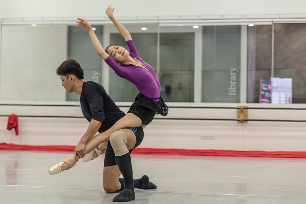 Nazer Salgado and Rosa Park in rehearsal for the <I>Masterpiece in Motion 2016</I> bill.<br />© Stephen Wright. (Click image for larger version)