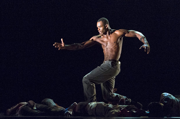 Jamar Roberts in Rennie Harris' Exodus.© Foteini Christofilopoulou. (Click image for larger version)