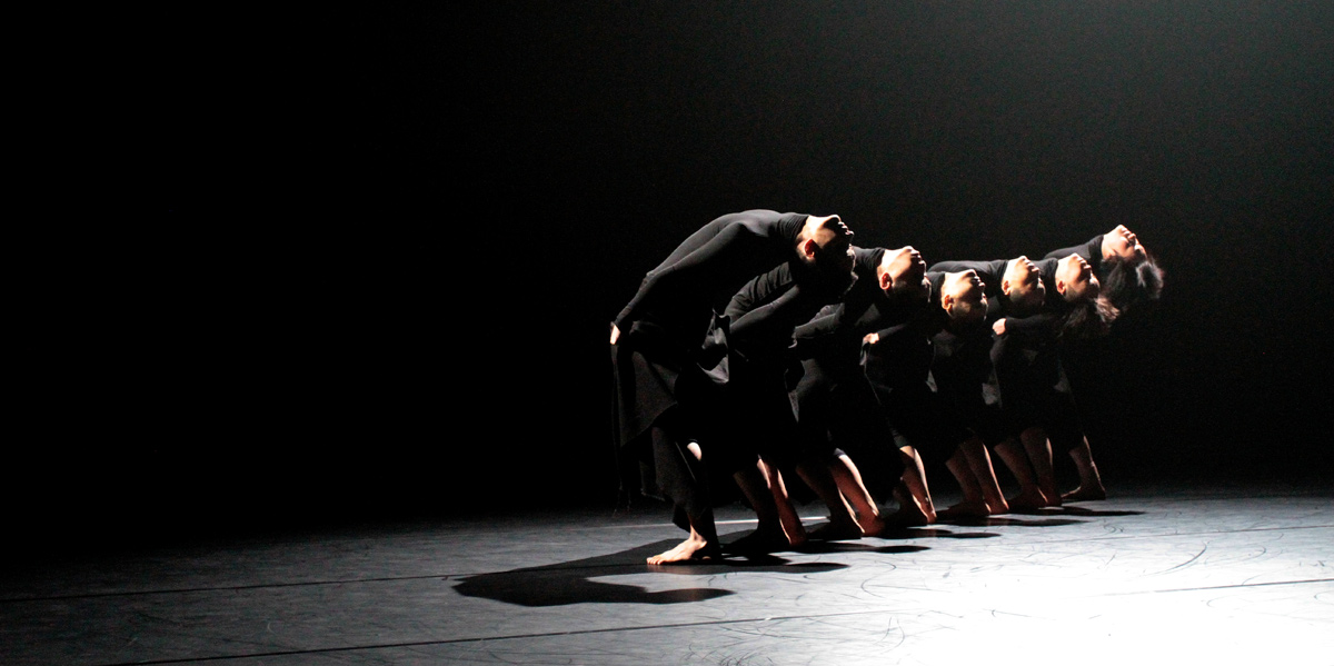 TAO Dance Theater in <I>6</I>.<br />© Marco Feklistoff. (Click image for larger version)