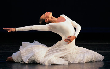 Linda Celeste Sims in Alvin Ailey's Cry.© Paul Kolnik. (Click image for larger version)