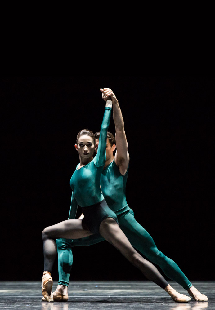 Madeline Skelly and Connor Walsh of Houston Ballet in Forsythe's <I>Artifact Suite</I>.<br />© Amitava Sarkar. (Click image for larger version)