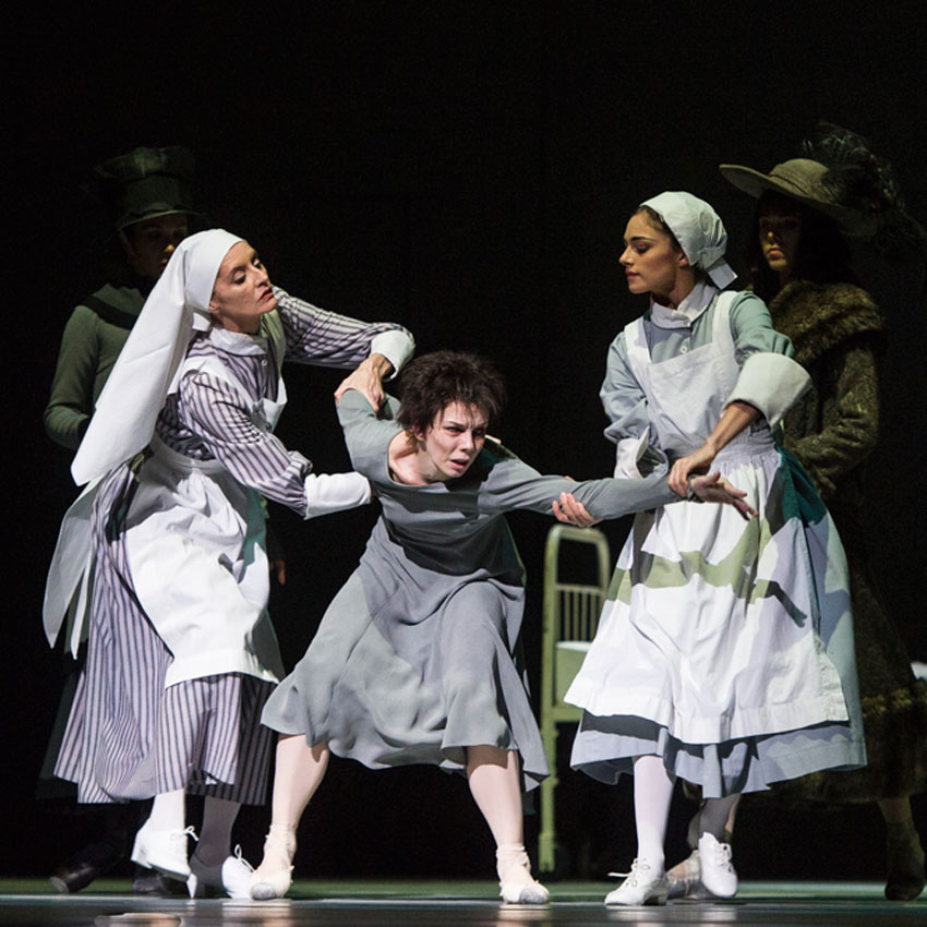 Elizabeth McGorian, Natalia Osipova and Romany Pajdak in Anastasia.© Foteini Christofilopoulou, courtesy the Royal Opera House. (Click image for larger version)